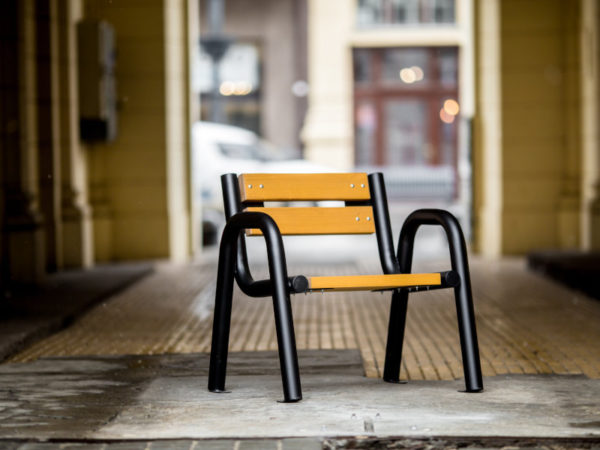 Krzesło parkowe Spartan zdjęcie w bramie malaarchitektura.info.pl