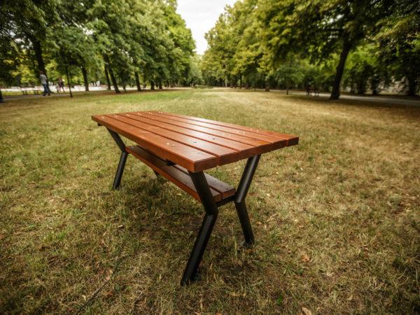 Stół miejski Gladiator zdjęcie w parku malaarchitektura.info.pl