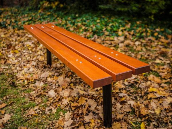 parkowa ławka stalowa ST3 zdjęcie w parku jesienią malaarchitektura.info.pl