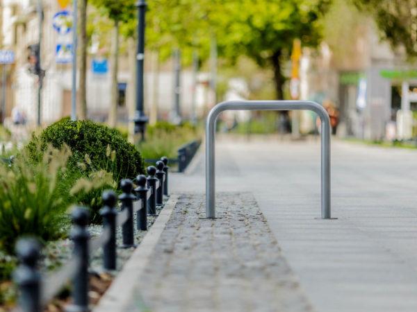 Stojak na rowery typu U zdjęcie na woonerfie malaarchitektura.info.pl