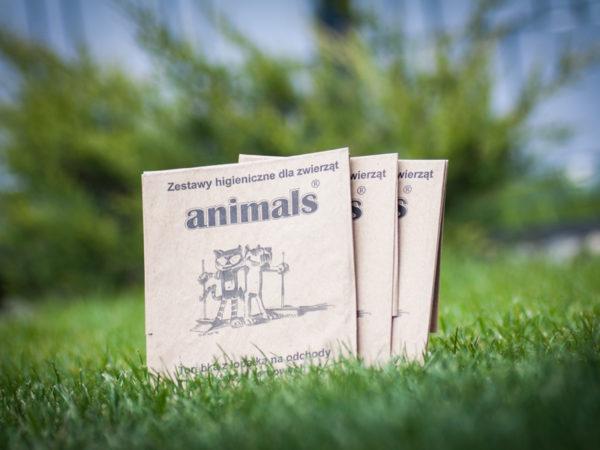 Torebki na psie odchody zestaw Animals zdjęcie na trawie malaarchitektura.info.pl